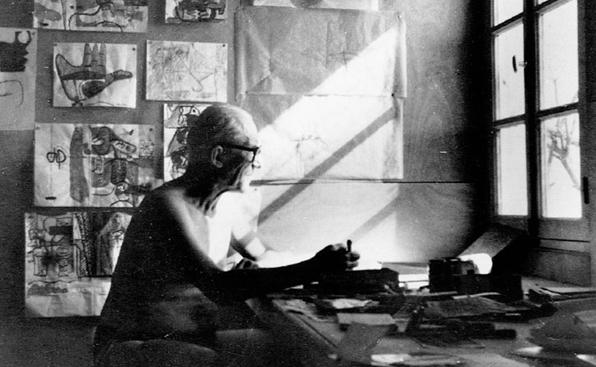 Le Corbusier trajando en Le Cabanon