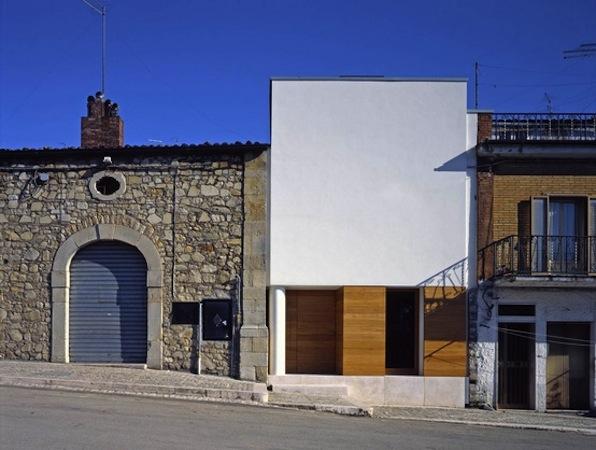 Blog de modus vivendi lunes inspirador vivienda modular for Fachadas de casas modernas entre medianeras
